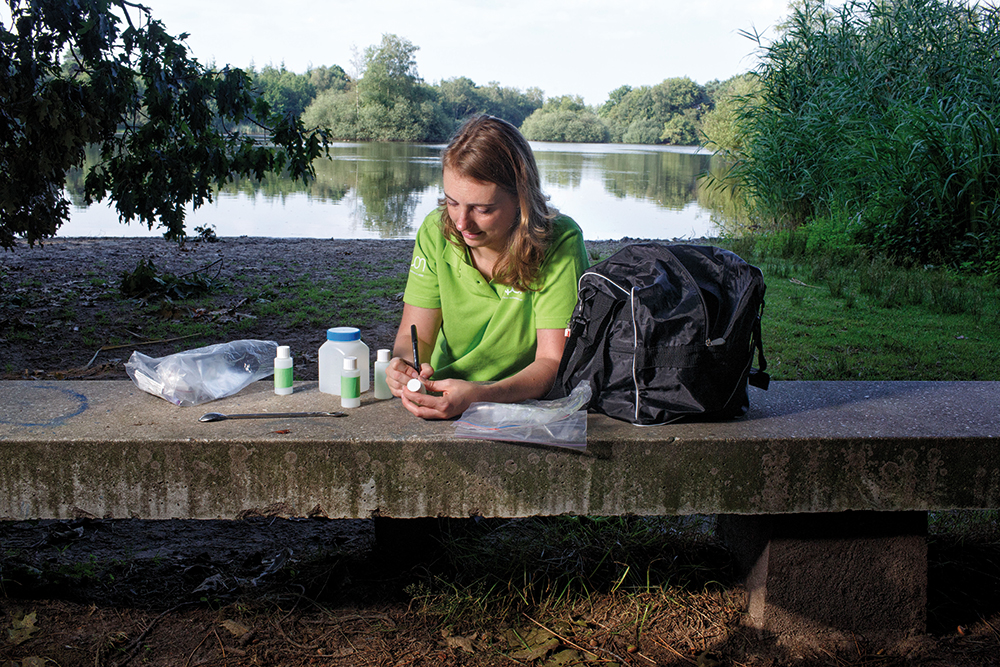 Marta Demarteau tags the samples to take them to the lab